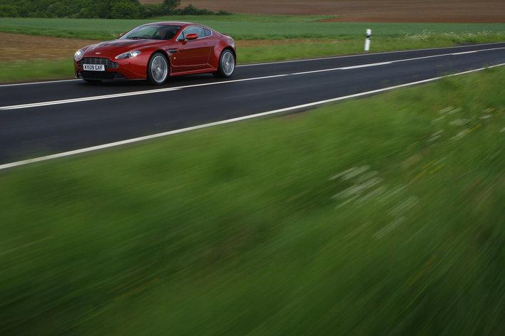 Фото Aston Martin Vantage V12 купе, модельный ряд 2009г