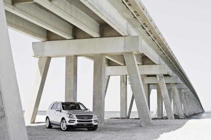 Фото Mercedes-Benz ML 5-дверный кроссовер, модельный ряд 2011г