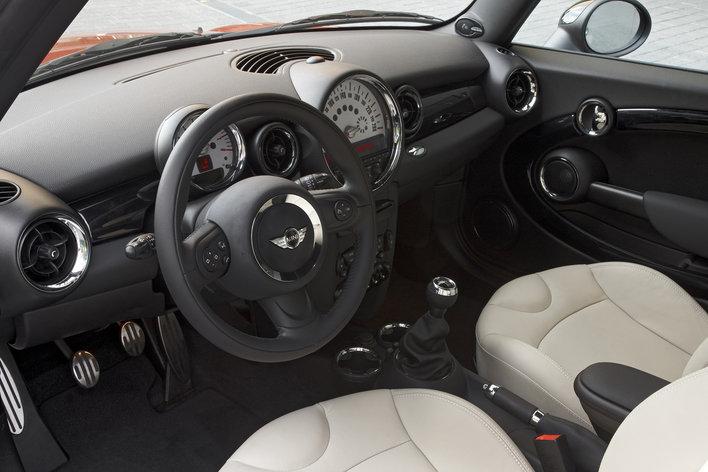 Фото MINI Cooper S 3-дверный хэтчбек, модельный ряд 2010г