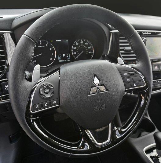 Фото Mitsubishi Outlander 5-дверный кроссовер, модельный ряд 2015г