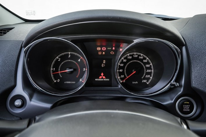 Фото Mitsubishi ASX 5-дверный кроссовер, модельный ряд 2017г