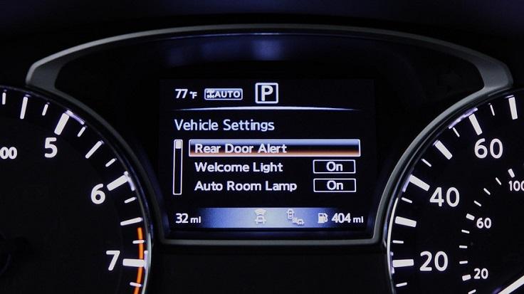 Nissan создал систему, которая предупредит о забытых на заднем сиденье вещах или детях
