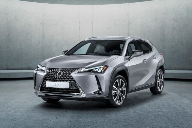 Lexus назвал рублёвые цены на кроссовер UX